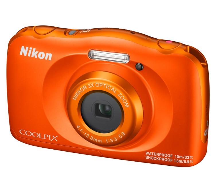 лесу присутствует компактный фотоаппарат никон общем